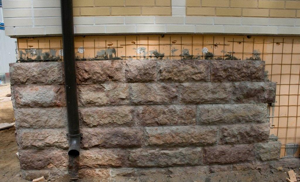 Облицовка открытого бетонного цоколя